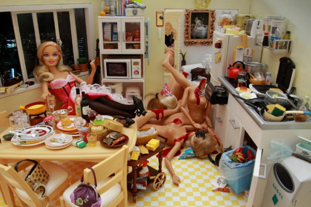 http://blogideias.com/wp-content/uploads/2011/02/barbie-serial-killer-14.jpg